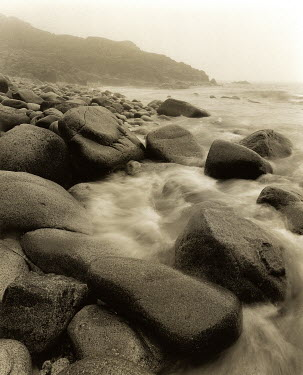 Clive Vincent ROCKY SHORE WITH WAVES Seascapes/Beaches
