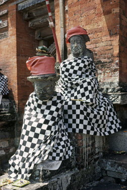 Bruce Chatwin INDONESIAN STATUES WRAPPED IN CLOTH Miscellaneous Objects