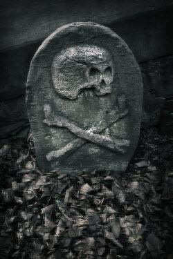 Paul Knight SKULL AND CROSSBONE GRAVESTONE Statuary/Gravestones