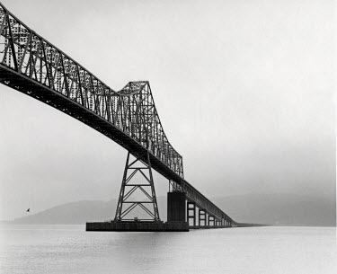 David Henderson BRIDGE OVER THE COLUMBIA RIVER Bridges