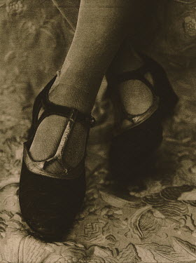 Dan Goldberg WOMAN'S FEET IN 1920s SHOES Body Detail