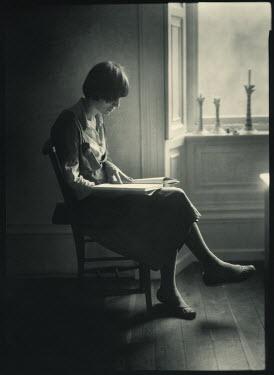 Andrew Sanderson WOMAN READING Women