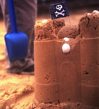 Janet Penny , child, children, young, youth, small, little, boy, girl, fun, play, sandcastle, fortress, castle, flag, jolly roger, sand, beach, holiday, summer, coast, coastal, shell, spade, Children