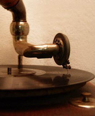 Ilona Wellmann VINYL DISK ON GRAMOPHONE Musical Instruments
