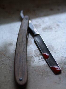 Ilona Wellmann BLOOD STAINED CUT-THROAT RAZOR Weapons