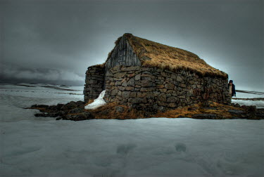 Maurizio Blasetti STONE BUILDING SURROUNDED BY SNOW Men