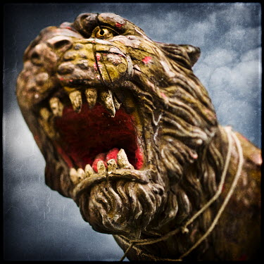 Mark Sadlier LION STATUE Statuary/Gravestones