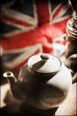 Mark Sadlier TEAPOT AND UNION JACK Miscellaneous Objects