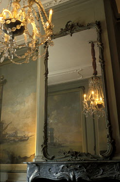 Ute Klaphake CHANDELIER AND MIRROR IN GRAND HOUSE Interiors/Rooms