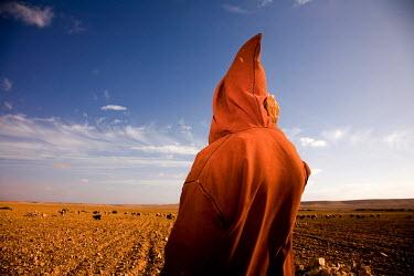 Stanislav Solntsev CLOAKED PERSON IN DESERT Men