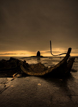David Hirst WRECKAGE ON BEACH Seascapes/Beaches