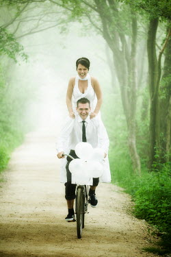 Marcin Bublewicz BRIDE AND GROOM RIDING BIKE Couples