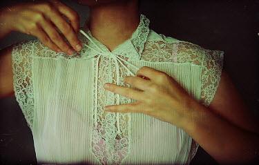 Elle Moss WOMAN ADJUSTING DRESS' NECK LACE Women