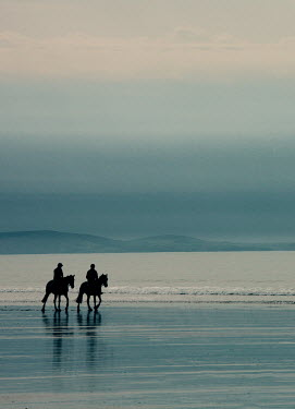 Andy & Michelle Kerry TWO HORSEMEN ON SEASHORE Couples