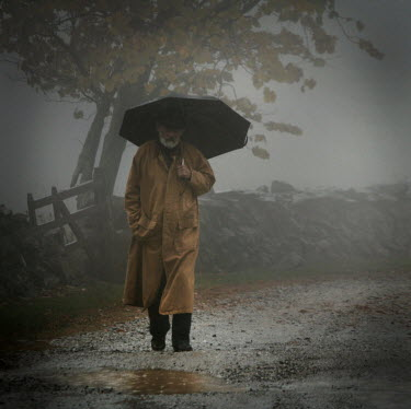 Stephen Carroll ELDERLY MAN WITH UMBRELLA WALKING IN COUNTRYSIDE Old People