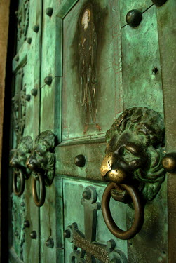 Michael Trevillion LION HEAD DOOR HANDLES Building Detail