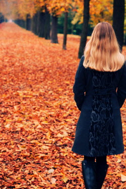Tom Meadow Woman from Behind, Autumn Scene Women