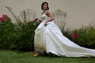 Dana France BRIDE WALKING WHITE DRESS Women