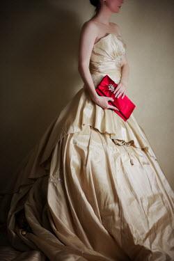Susan Fox WOMAN STANDING CREAM DRESS CLUTCH-BAG Women