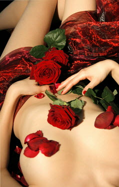 Ilona Wellmann NAKED WOMAN COVERED IN ROSES Women