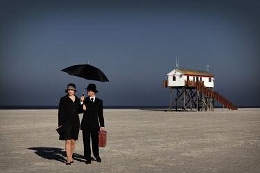 Ralph Graef COUPLE BEACH 1930'S BUILDING STILTS Couples
