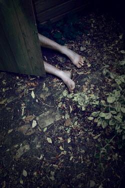 Tim Daniels DEAD WOMAN'S LEGS IN SHED Body Detail