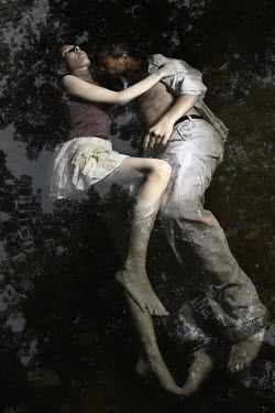 Stephen Carroll DEAD COUPLE FLOATING IN RIVER Couples