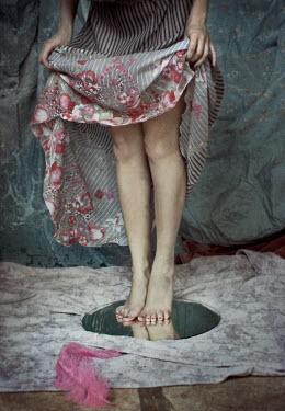 Chiara Fersini WOMAN HOLDING SKIRT SHOWING LEGS Body Detail