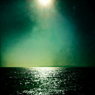 Trevor Payne GLISTENING SEA IN SUNLIGHT Seascapes/Beaches