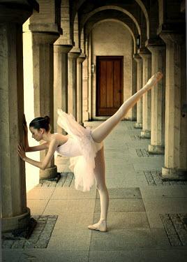 Elisabeth Ansley BALLERINA DANCING UNDER ARCHWAY Women