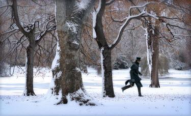 Philip Askew MAN RUNNING WITH TOP HAT IN SNOW Men