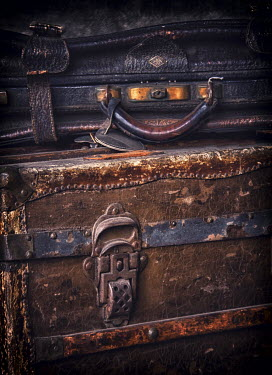 Elisabeth Ansley OLD WEATHERED LEATHER SUITCASES Miscellaneous Objects