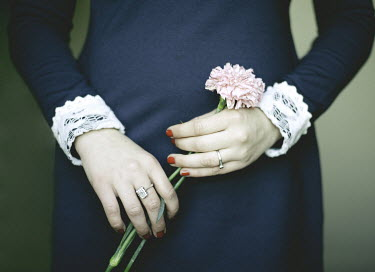 Dylan Kitchener FEMALE HANDS HOLDING PINK FLOWER Body Detail