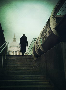 Mark Owen MAN STANDING BY ST.PAUL'S CATHEDRAL Men