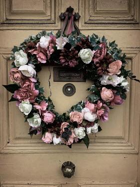 Harry Pettis WREATH OF ROSES ON DOOR Flowers/Plants