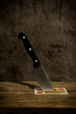 Clayton Bastiani KNIFE IN QUEEN OF HEARTS Weapons