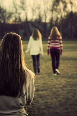 Elisabeth Ansley THREE GIRLS OUTDOORS IN FIELD Groups/Crowds