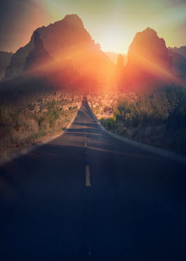 Elisabeth Ansley ROAD IN ARIZONA WITH MOUNTAINS Roads