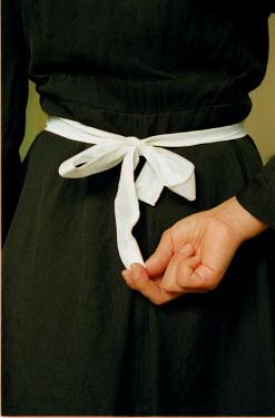 Ute Klaphake FEMALE HAND PULLING BOW Women