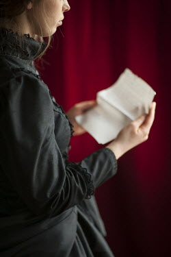Lee Avison VICTORIAN WOMAN READING LETTER Women