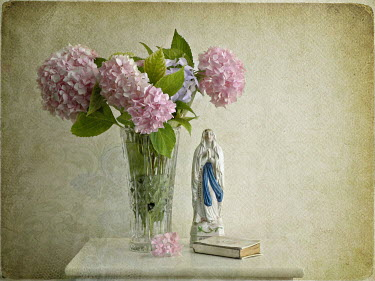 Jasenka Arbanas CHRYSANTHEMUMS WITH MADONNA AND BIBLE Flowers/Plants
