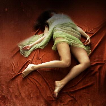Agnieszka Kielak DEAD WOMAN LYING IN SILK Women