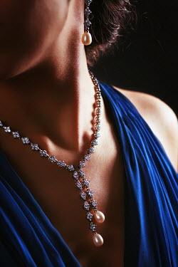 Mashael Hamad AlShuwayer GLAMOROUS WOMAN WITH DIAMOND NECKLACE Women