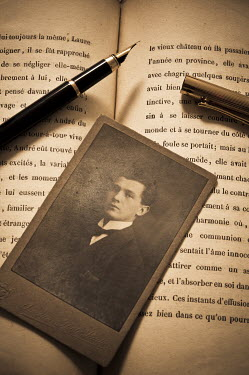 Valentino Sani PHOTOGRAPH WITH BOOK AND PEN Miscellaneous Objects