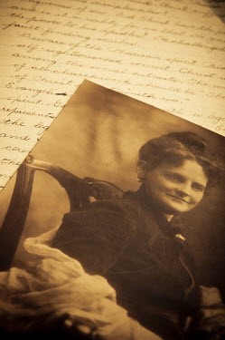 Valentino Sani OLD SEPIA PHOTOGRAPH WITH LETTER Miscellaneous Objects