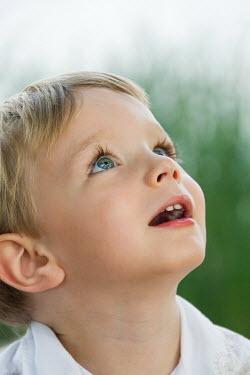 Elisabeth Ansley BLOND LITTLE BOY LOOKING UP Children