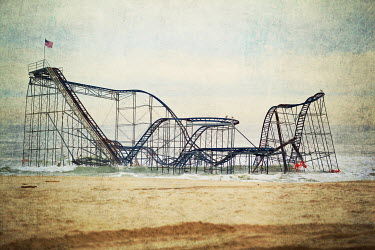 Lisa Bonowicz ROLLER-COASTER BY THE SEA Seascapes/Beaches