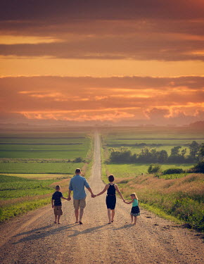 Jake Olson FAMILY HOLDING HANDS IN COUNTRY Couples