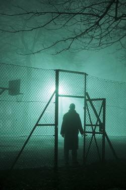 Lee Avison MAN STANDING IN GATEWAY Men