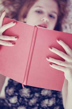 Karin Lips WOMAN LYING DOWN READING Women